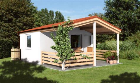 Kleines Holz Gartenhaus by Modernes Gartenhaus Aus Holz Mit Terrassendach Kleines