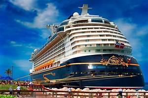 """Disney Cruise Line"" ""Disney Ships"" ""Dream"" ""Fantasy ..."