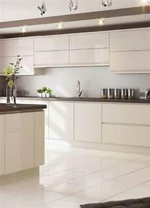 Arbeitsplatte Küche Beige : 62 besten k che mit hochglanz fronten bilder auf pinterest ~ Indierocktalk.com Haus und Dekorationen