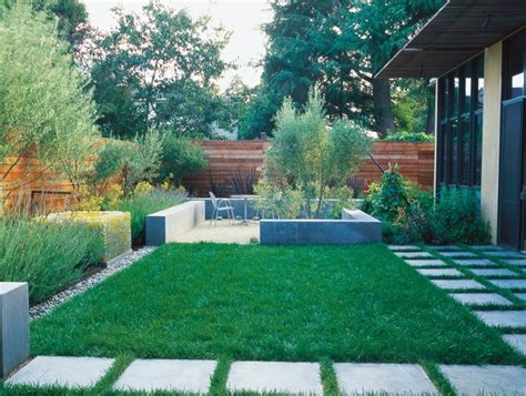 Simple And Sustainable Garden