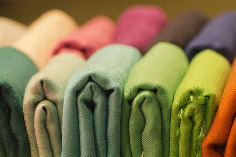 comment raviver les couleurs d un tissu les astucieux