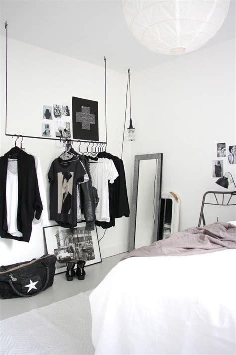 Closet Minimalist by 18 Open Concept Closet Spaces For Storing And Displaying