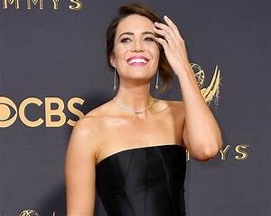 Mandy Moore Flashes Engagement Ring on Emmys 2017 Red Carpet