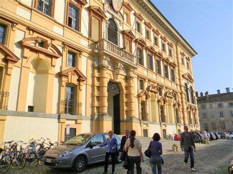 Unieuro Pavia by Riti Soprusi Offese E Violenze Nonnismo Nel Collegio