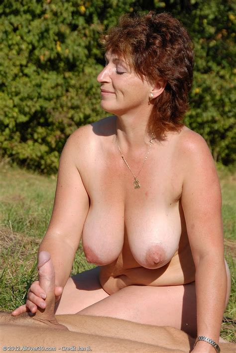 Free Pics Naked Handjob Amateur Milf