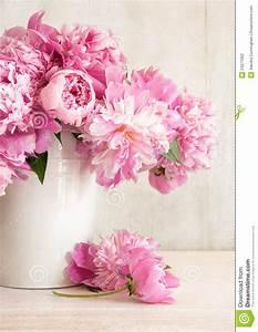 Pfingstrosen In Der Vase : pink peonies in vase stock photography image 24271352 ~ Buech-reservation.com Haus und Dekorationen