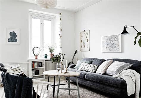 canapé style marocain le noir blanc s invite au salon décoration