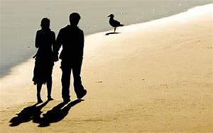 Kovalam beach photos people on rock jpg | Chainimage