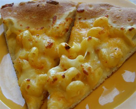 File:Macaroni and cheese pizza.jpg - Wikimedia Commons