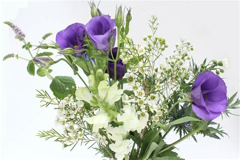 Arranging Your Own Wedding Flowers A Few Tips Wolves In