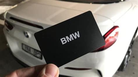 Om uw bmw key card te activeren, legt u deze in het smartphone vak en volgt u de aanwijzingen op het voertuigdisplay. Is this the key to the future?