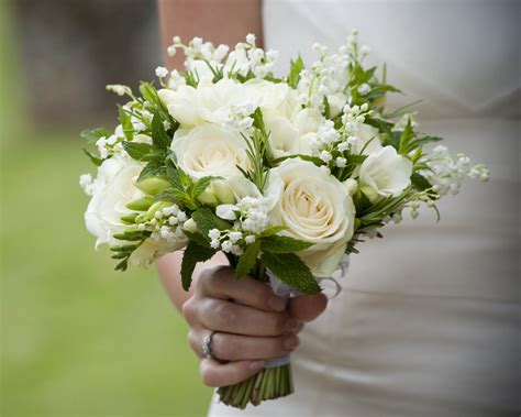 affordable flowers for weddings wedding budget popular cheap wedding bouquet ideas at 1215