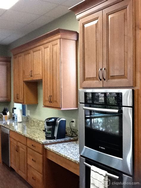oak cabinet crown molding beechridgecs com 14 best oak kitchen cabinets images on oak