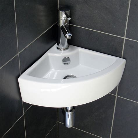 Bathroom Sinks For Small Bathrooms by Tips For Selecting The Right Small Bathroom Sinks For A