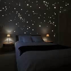 sternenhimmel im schlafzimmer wandsticker sterne leuchtend onlineshop günstige preisen