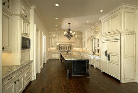 11 luxurious traditional kitchens michael molthan luxury homes interior design
