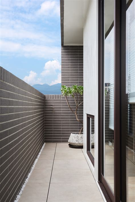 square meters compact house  innovative vertical