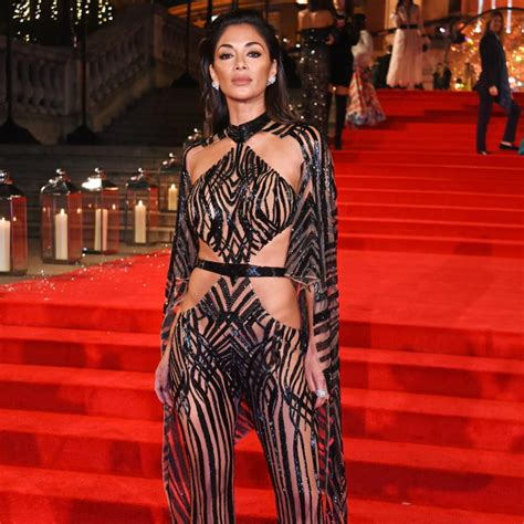 Celebrities Arrive In Style To The 2016 Fashion Awards In