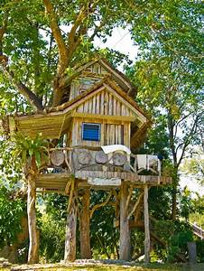 "10 Kid's Treehouses That Are Taking ""Cool"" To A Whole New ..."