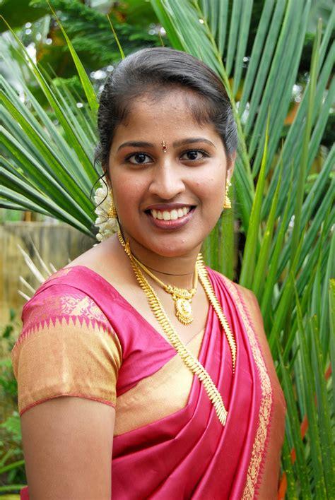 selebs fashion style beauty tamil movies desi aunty