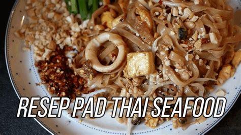 Jika memakai sayap ayam, potong sayap menjadi dua agar lebih gurih renyah rasanya. RESEP PAD THAI SEAFOOD (MIE GORENG THAILAND) - YouTube