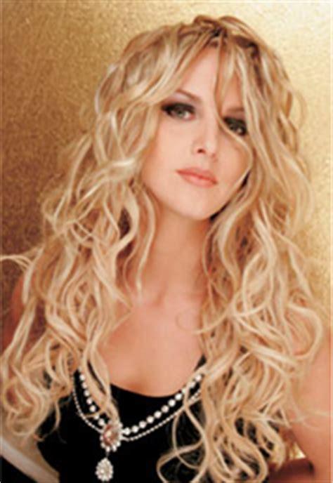 long blonde curls    hair