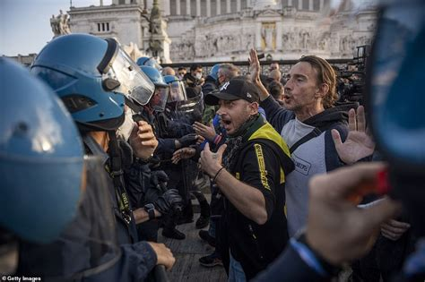 Anti-lockdown demonstrators conflict with police in Italy ...