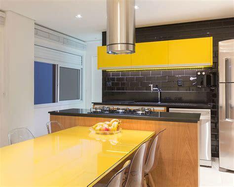 apartamento  cozinha  explora  contraste  amarelo