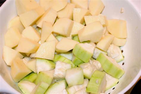 Nepali Tummy!!: Lauka (Calabash/Opo-Squash)- Potato Curry ...