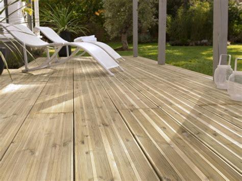 lame bois terrasse poser une terrasse en lames bois wikifab