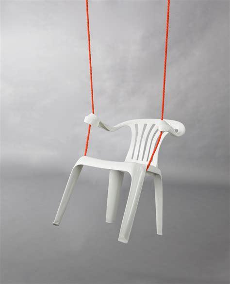 une chaise bert loeschner monobloc