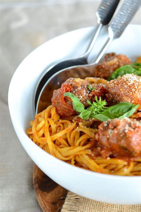 tagliolini aux boulettes de boeuf et sauce tomate au