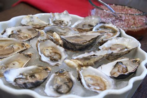 mignonette cuisine dinner menu for the golden globes popsugar food