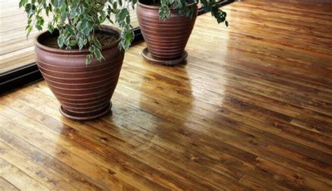 Padomi, kā ikdienā rūpēties par koka grīdām - DELFI