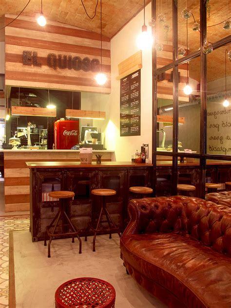 cuisine avec comptoir décoration retro industriel dans le restaurant el quiosc