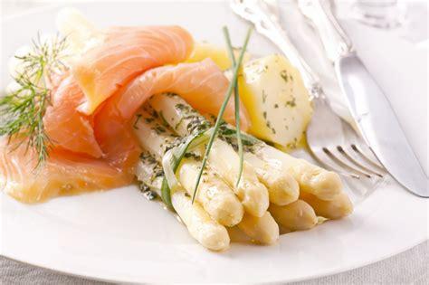 recherche de recettes de cuisine recette saumon fumé asperges blanches en vinaigrette