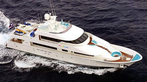 worth avenue sells motor yacht  colors  iyc boat