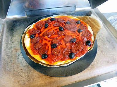 cuisine plancha facile pizza à la plancha la recette facile par toqués 2 cuisine