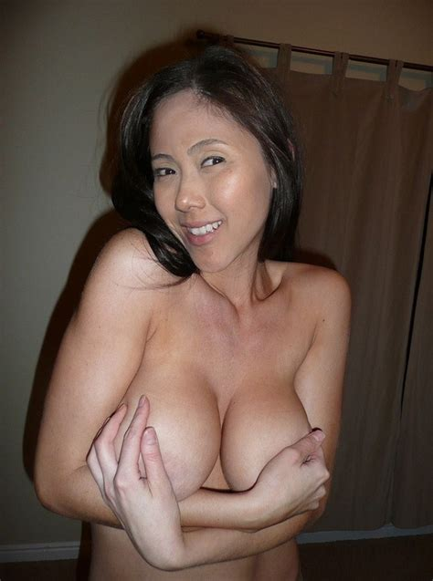 Amateur porn: Real mature prostitute from Indonesia..