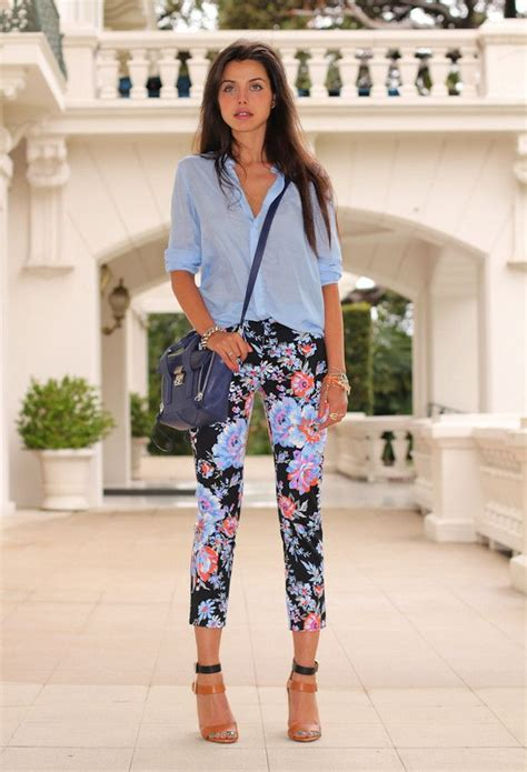 How To Wear Printed Pants For Women 2018 | FashionGum.com