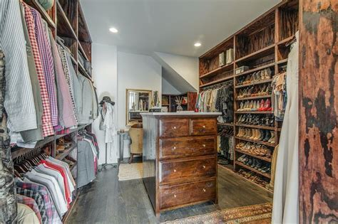 Closet With Dressing Table Design Ideas