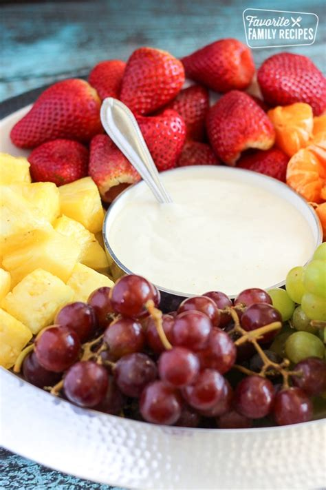 Easy Cream Cheese Fruit Dip {4 ingredients} | Favorite ...