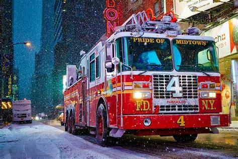 un camion de pompiers pendant la temp 234 te de neige 224 new york