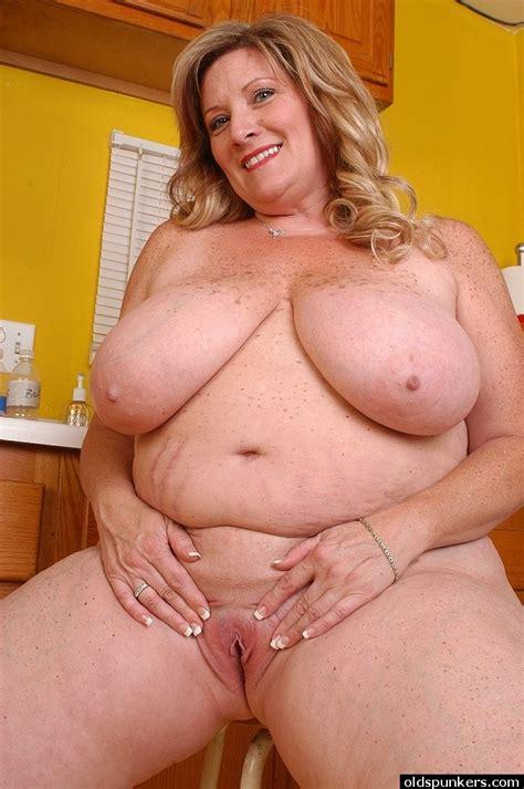 Fatty Mature Deedra Sucks Her Dildo In The Kitchen After