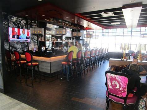 Cbgb At Newark Terminal C Restaurant Reviews And Photos