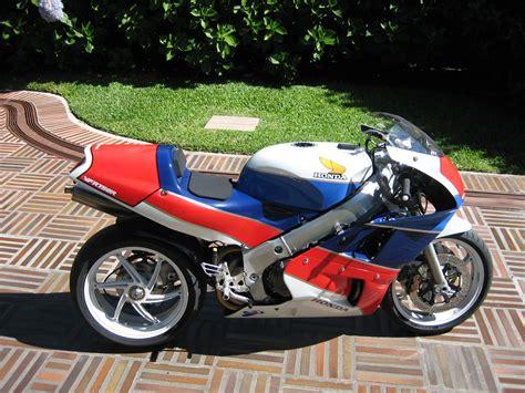 Honda Rc45 In Redux Fred Merkel Rc30 Wsbk Replica Honda