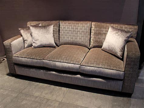 tapissier canapé canapés sur mesure tapisserie neves tapissier fabricant