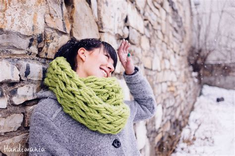 how to knit a scarf how to make 30 minute infinity scarf knit handimania