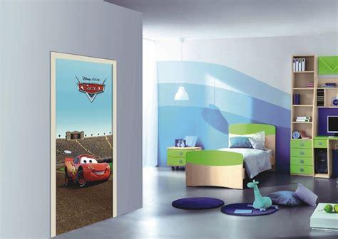 chambre cars flash mcqueen se fige sur la porte de la chambre enfant
