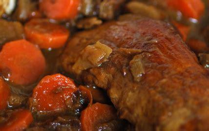cuisiner le filet mignon de porc en cocotte recettes de filet mignon de porc aux carottes et oignons